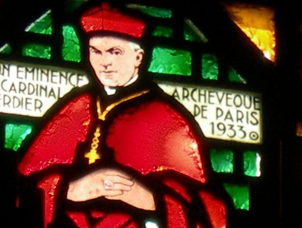 Vitrail cardinal Verdier