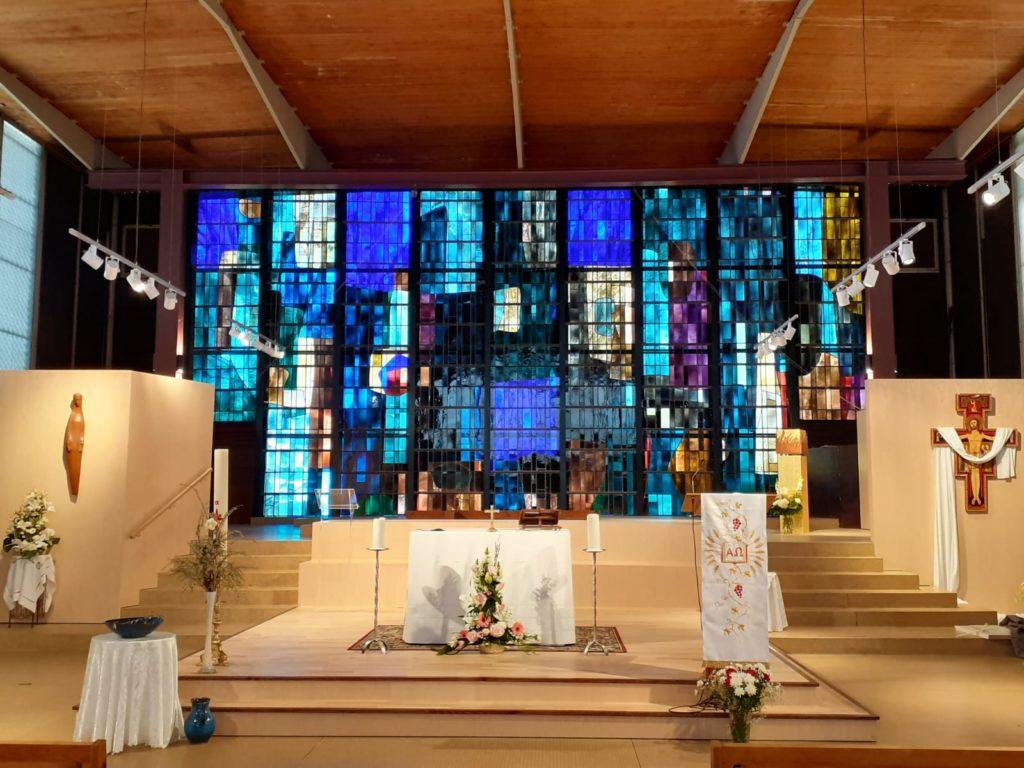 Le nouveau mobilier liturgique de l'église Saint-Paul-de-la-vallée-aux-Renards