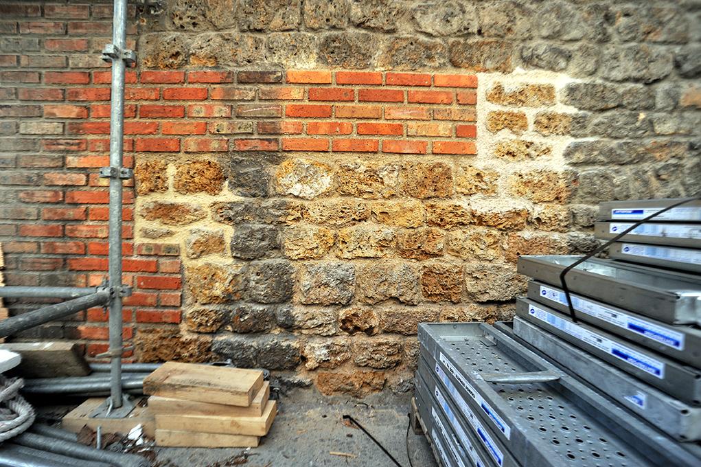 Le chantier de restauration est réalisé sous le contrôle d'un architecte des Monuments historiques.