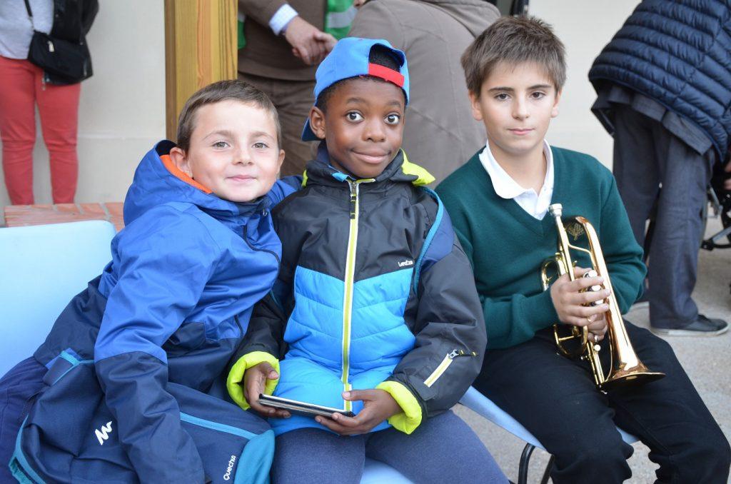 Un jeune garçon a animé la messe d'inauguration avec sa trompette