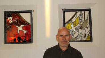 Rencontre avec le maître-verrier Antonio Martins, qui a réalisé les vitraux du centre paroissial Saint-Jean-Paul-II de Colombes