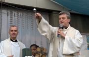 Bénédiction de la cour de Sainte-Claire d'Assise