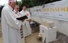 Pose de la première pierre, le 24 juin 2017 : l'évêque de Pontoise, Mgr Stanislas Lalanne
