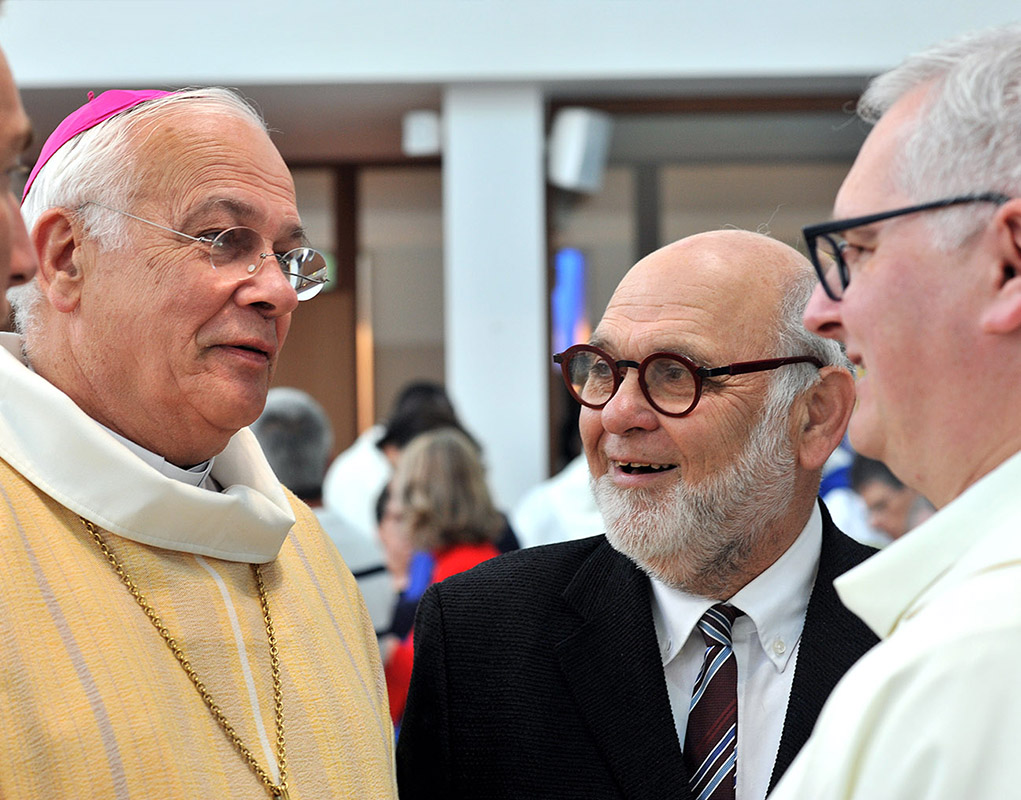 Mgr Stanislas Lalanne avec Robert Hue, ancien maire de Montigny et premier secrétaire du Parti communiste.