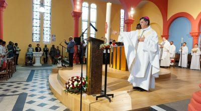 Messe de consécration du mobilier liturgique à Asnières