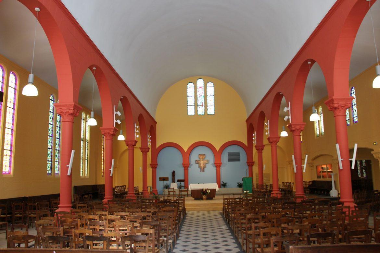Pose du mobilier liturgique en l'église Saint-Joseph-des-Quatre-Routes