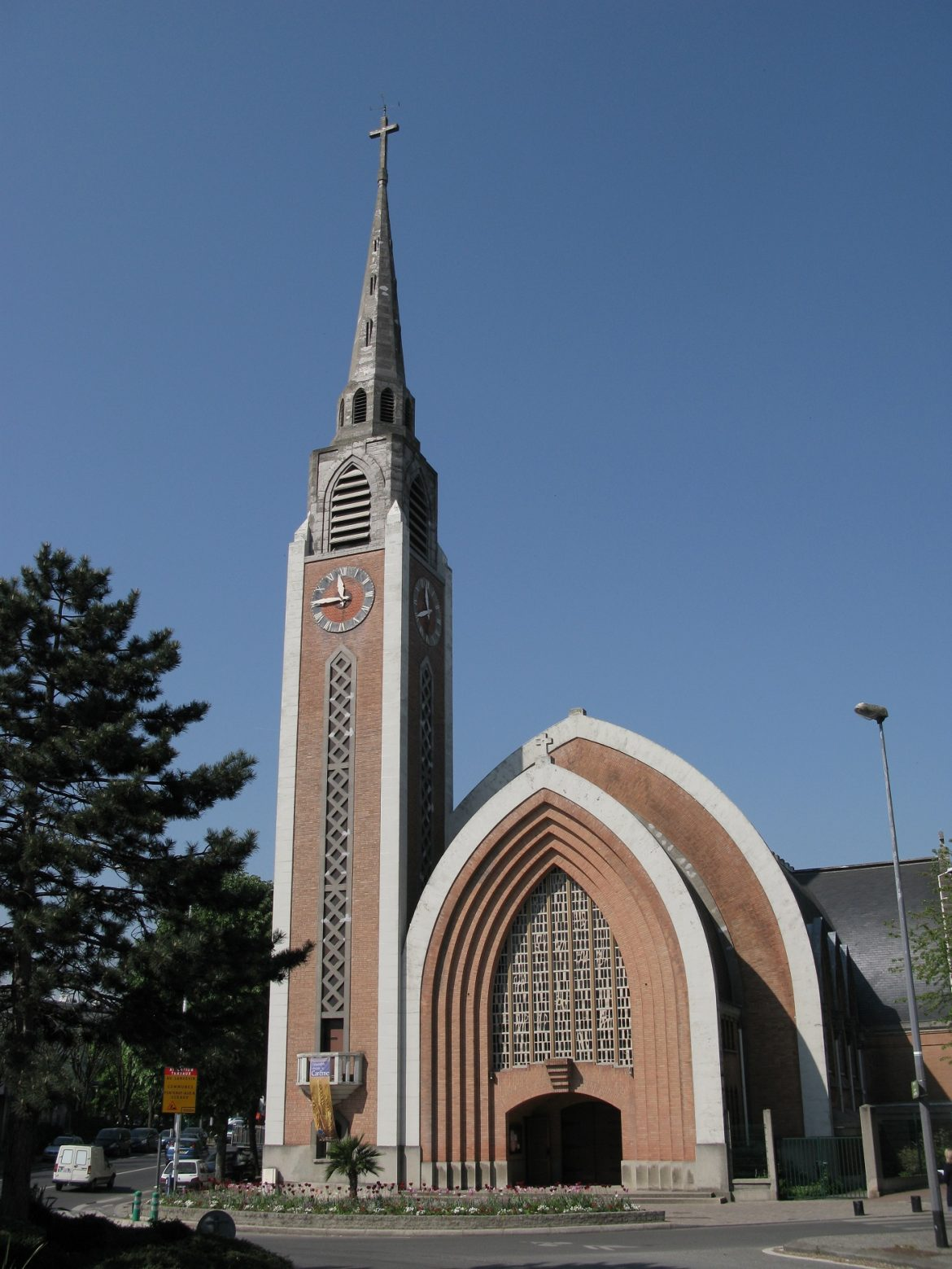 Extérieur de l'église Saint-Stanislas-des-Blagis