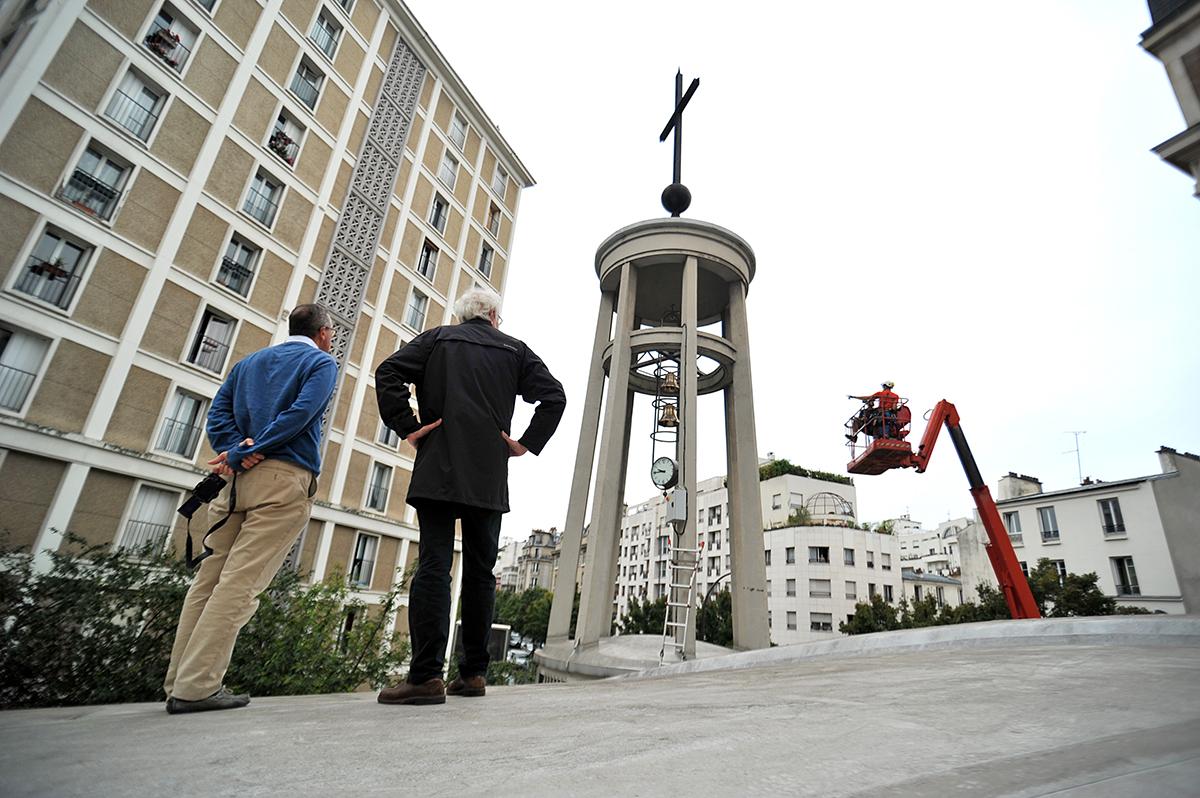 Pose de trois cloches à Notre-Dame-de—l'Assomption-des-Buttes-Chaumont