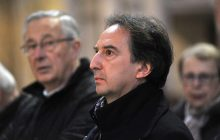Vladimir Zbynovsky, concepteur du nouvel ambon et autel de la basilique cathédrale de Saint-Denis.