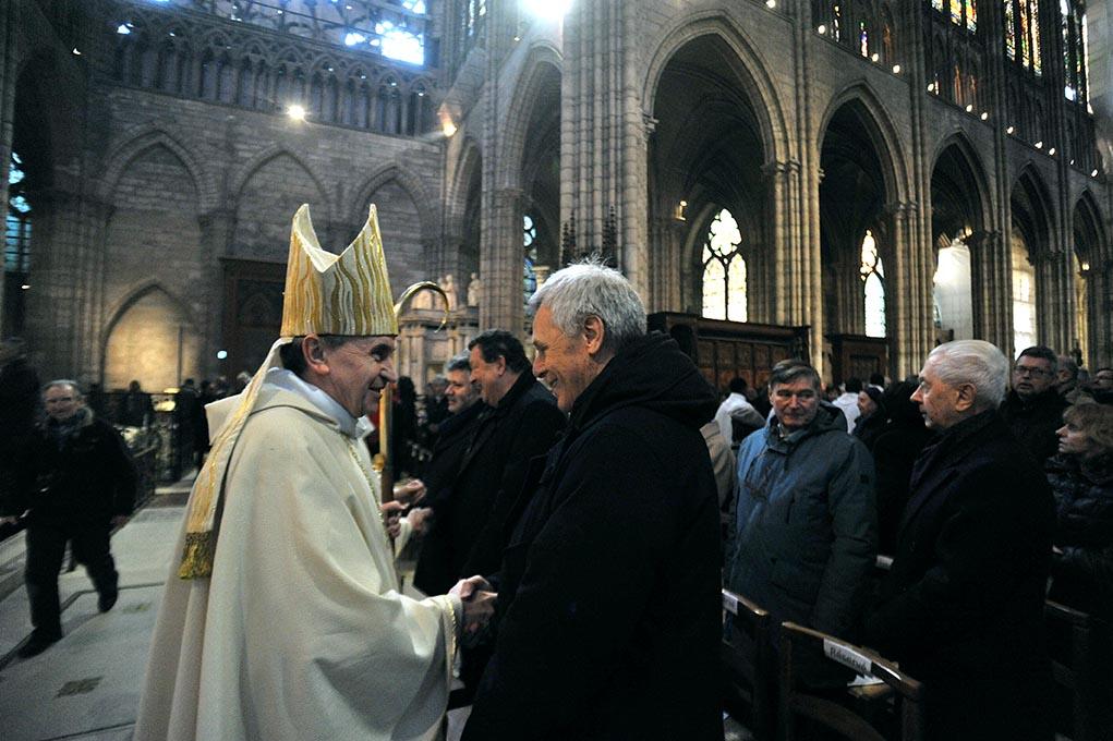 14 janvier 2018, Jacques Moulin, architecte en chef des Monuments historiques, avec Mgr Pascal Delannoy lors de la consécration du nouvel autel de la basilique cathédrale de Saint-Denis.