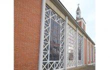 Vue extérieure des grands vitraux