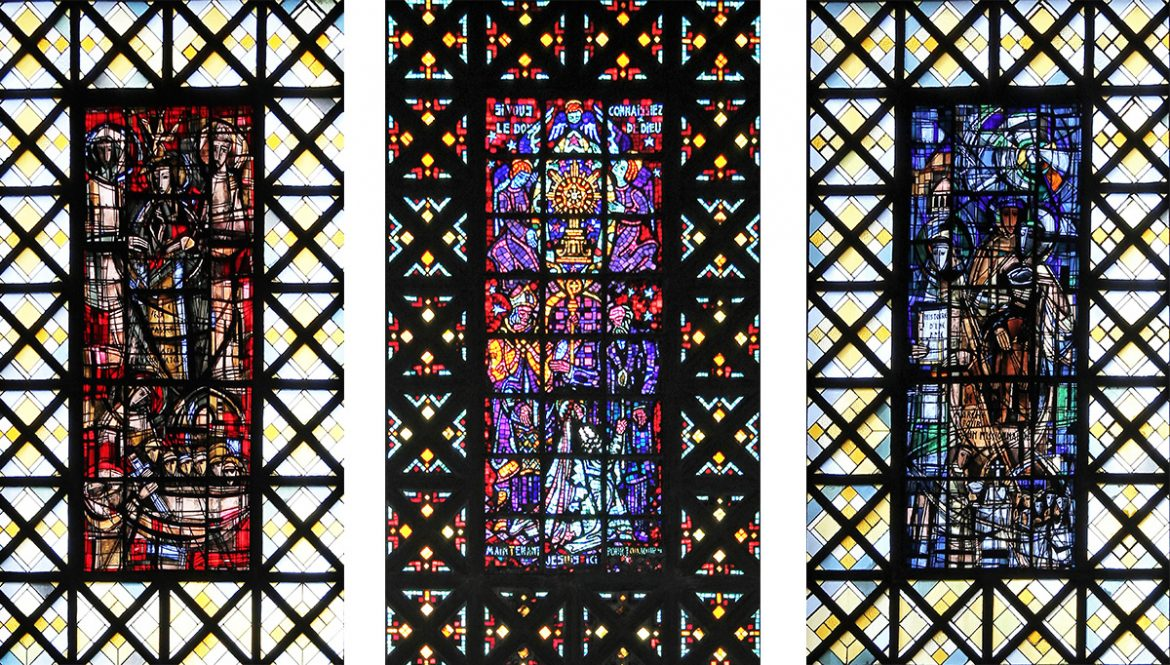 Trois des grands vitraux de l'église de Boulogne-Billancourt