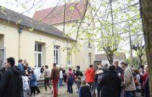 Vue de la cour de l'ancienne école prochainement transformée en maison paroissiale