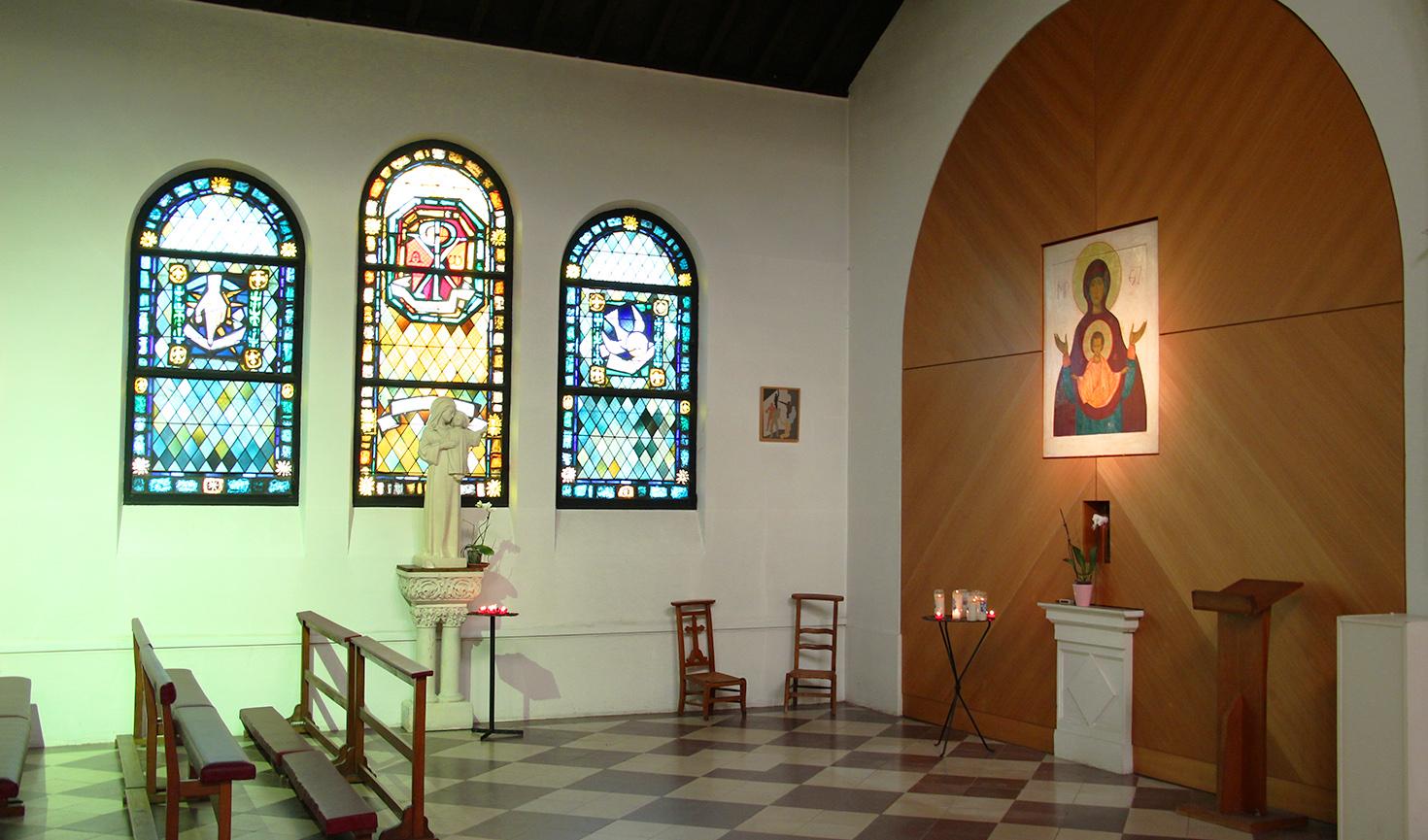 Vitraux de l'église restaurés lors d'une phase de travaux plus d'anciens.