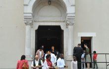 Les paroissiens arrivent en nombre pour cette messe d'inauguration.