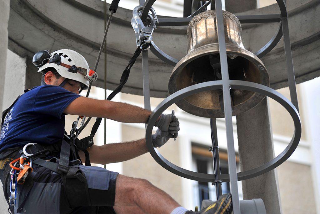 Installation des cloches à ND-de-l'Assomption