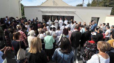 Saint Jean-Paul II veille sur la maison paroissiale de Montfermeil