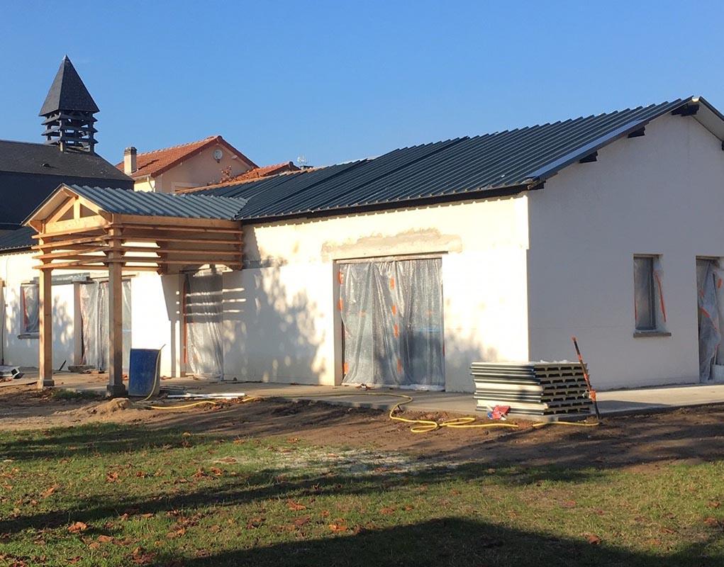 La maison paroissial est collée à la chapelle