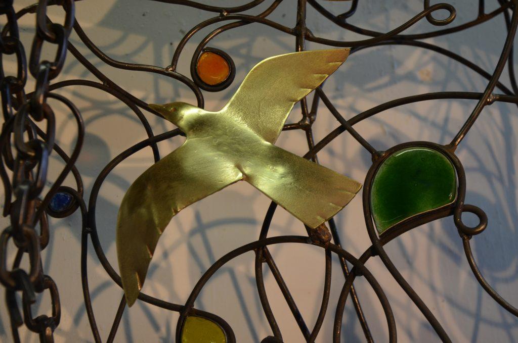 La colombe de la statue de sainte Bathilde