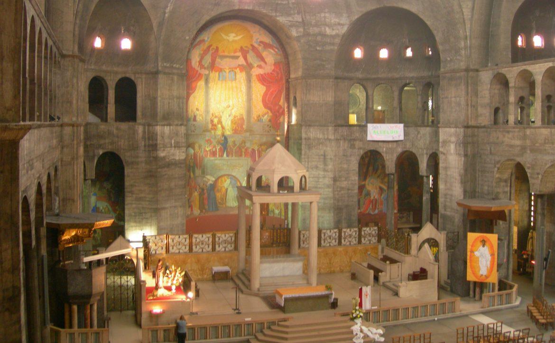 Intérieur de l'église du Saint-Esprit à Paris 12e,