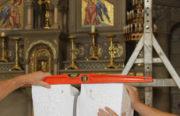Installation du mobilier à Notre-Dame-du-Perpétuel-Secours (92)