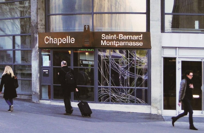 La chapelle Sint-Bernard est accessible depuis le parvis de la gare Montparnasse