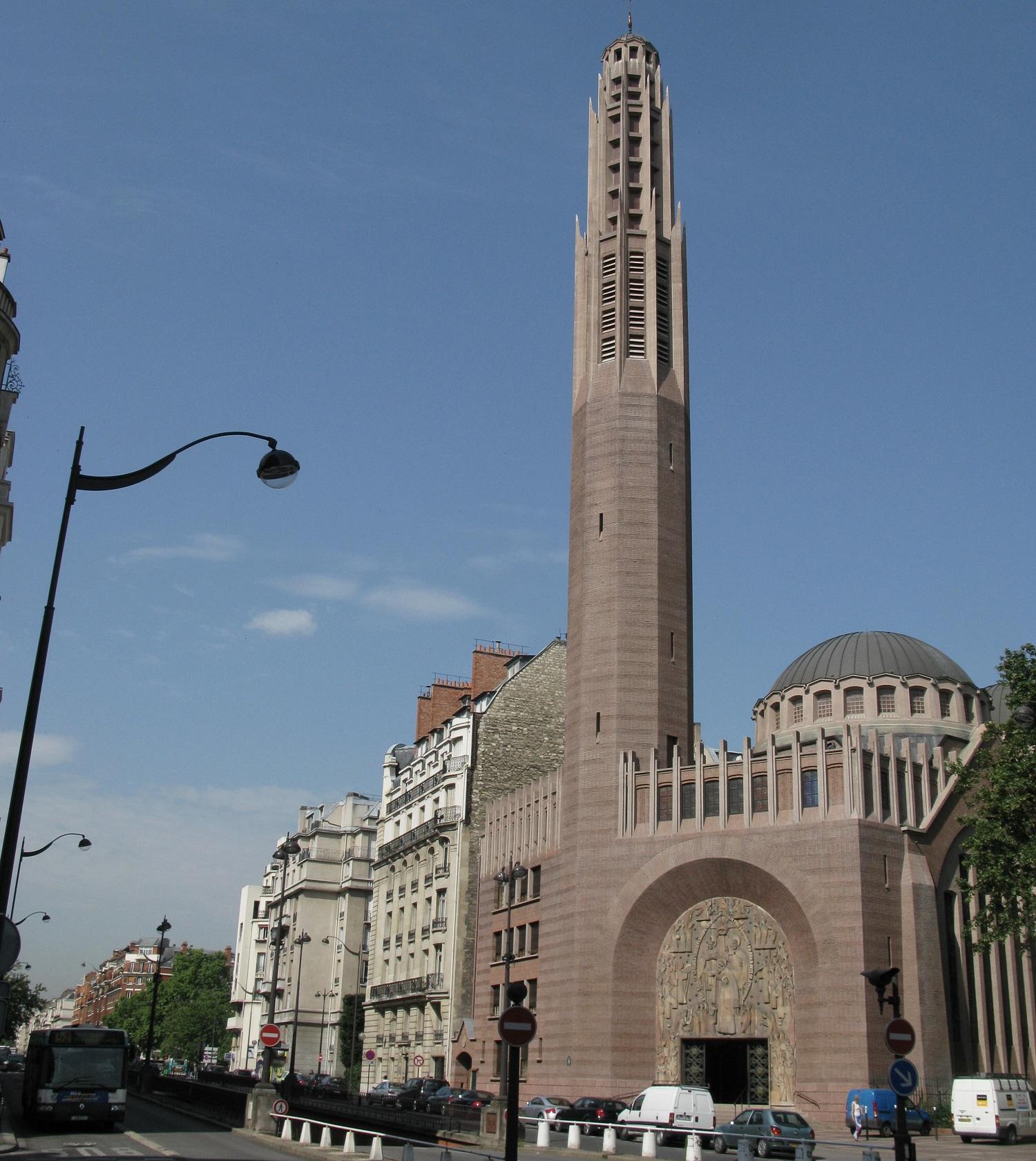 L'église Sainte-Odile à la porte Champerret dans le 17e arrondissement de Paris.