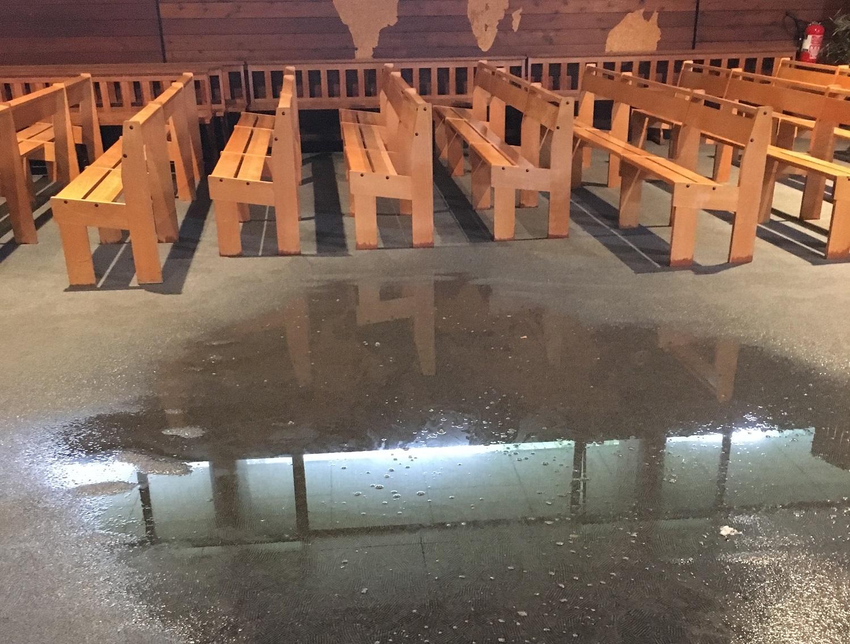L'intérieur de l'édifice, provisoirement fermé, subissait d'importantes inondations (François Farez)