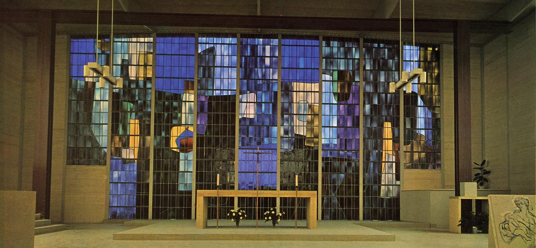 Vitrail de l'église Saint-Paul à l'Haÿ-Les-Roses, dû à Jacques Colas-Guerin, peintre et à André Ripeau, maître-verrier. Sa restauration a bénéficié du prix restauration Chantiers du Cardinal dans le cadre du Grand Prix Pèlerin du patrimoine.
