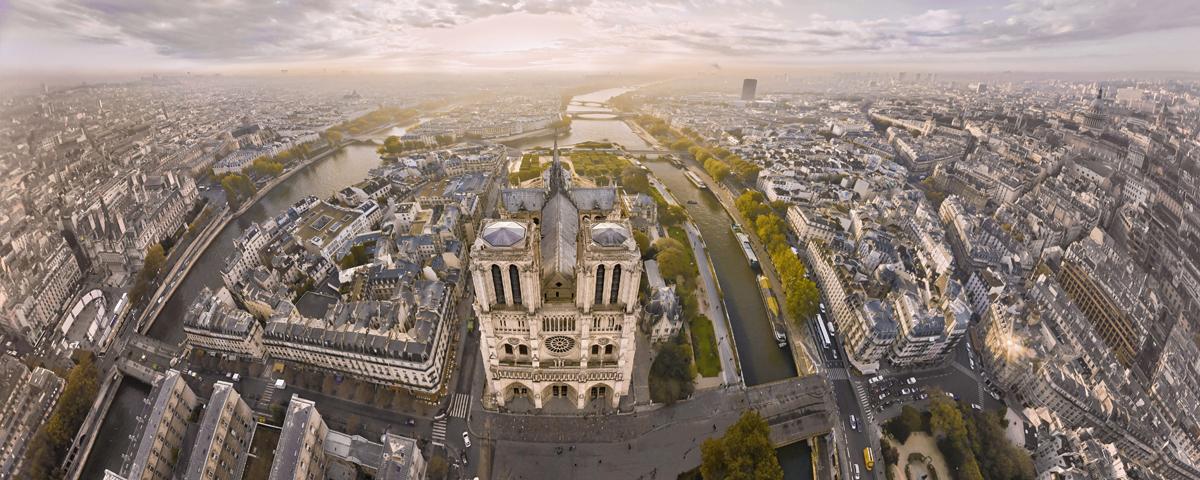 La cathédrale Notre-Dame de Paris vue du ciel en 2012