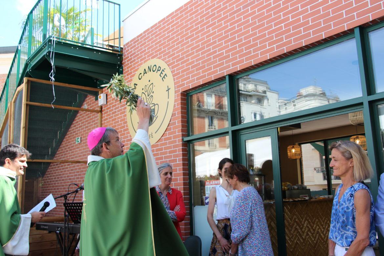 Mgr Blanchet a béni le café paroissial de Saint-Mandé