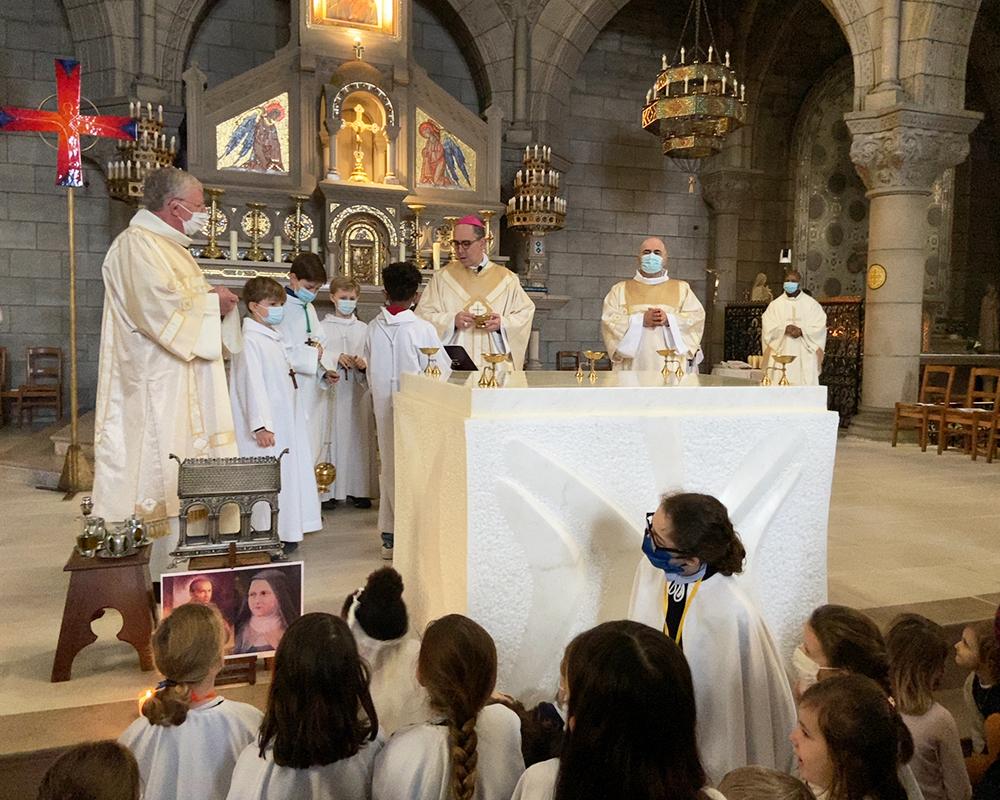 «Notre église d'Asnières a enfin sa dédicace !»