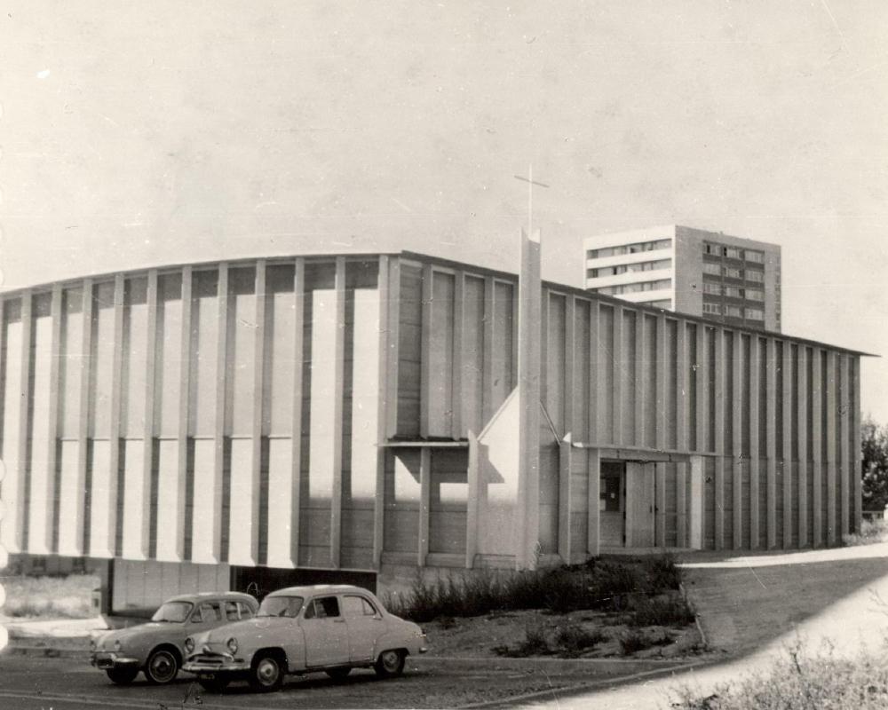 vue de l'église de fresnes dans les années 1960