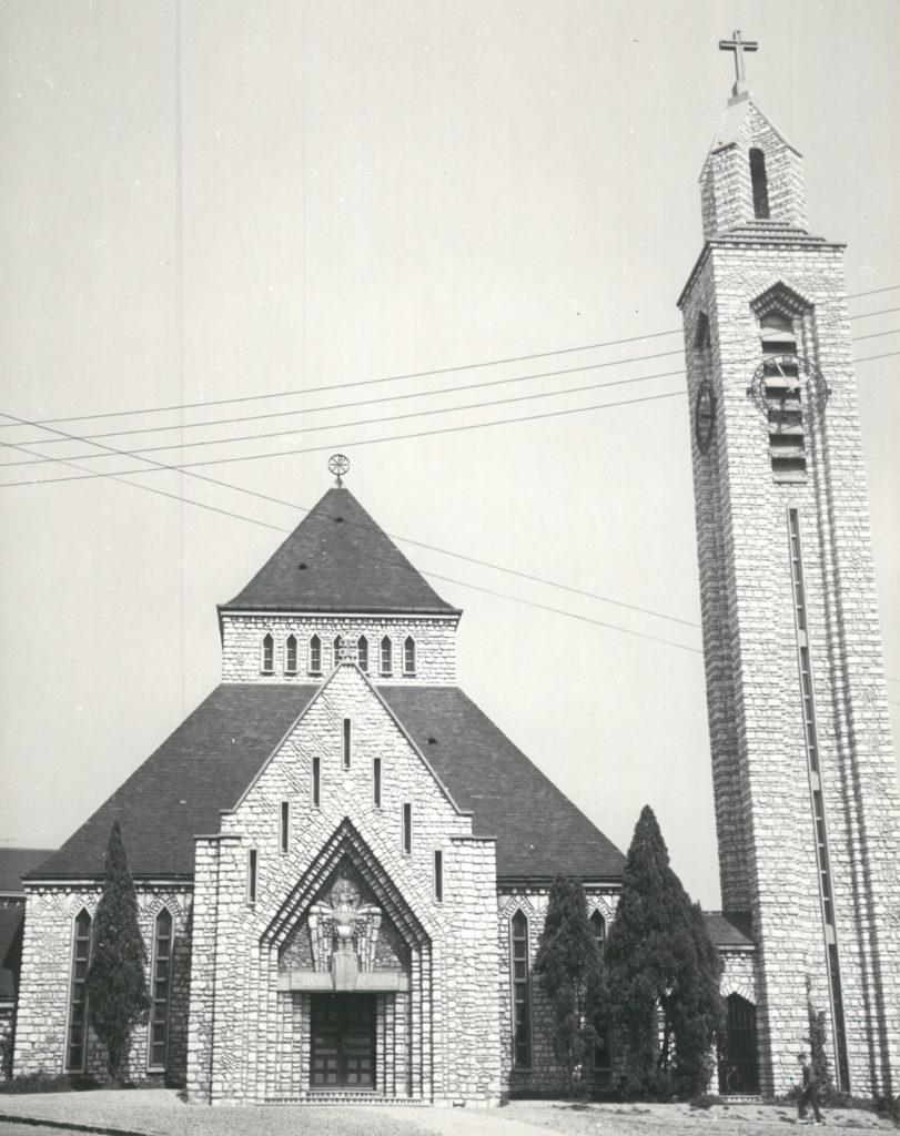 Henri Vidal bâti cette église pour les chantiers du cardinal